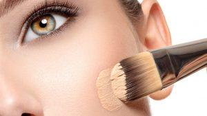 8 Techniques de maquillage qui amincit votre visage